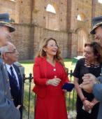 Alcaldesa Kathy Barriga junto al Director y al Subdirector de la Escuela de Suboficiales, a la Concejal Karen Garrido y al Sr. Enrique Olivares.
