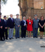 Directivos del Círculo de Amigos de la Escuela de Suboficiales y del Rotary Club Maipú, junto a las autoridades militares y civiles.