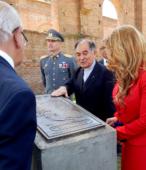 La placa de bronce es obra de la escultora Eugenia González, realizada en la Fundición Taller Montes Becker.