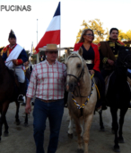 Alcaldesa de Maipú, Sra. Kathy Barriga, llega al lugar de la ceremonia montada a caballo (3)