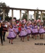 Delegaciones de todos los colegios de la Corporación Municipal de Maipú, tomaron parte en el desfile cívico efectuado en esta ocasión (28)