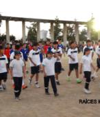 Delegaciones de todos los colegios de la Corporación Municipal de Maipú, tomaron parte en el desfile cívico efectuado en esta ocasión (30)