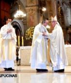 El 14 de marzo, tras la Misa de los 200 años de la Promesa de Chile a la Virgen del Carmen, ambas imágenes iniciaron el peregrinaje por las unidades militares del país (6)-001