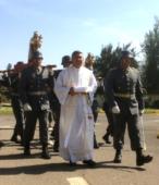 Los días previos al 5 de abril. las dos imágenes permanecieron en la Escuela de Suboficiales del Ejército, donde fueron veneradas por el personal y alumnos dragoneantes (11)